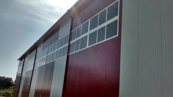 обект с червено бели стени с нова дограма