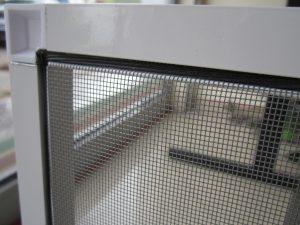 Близка снимка на мрежата и част от комарник изработен от ДАС Добрич