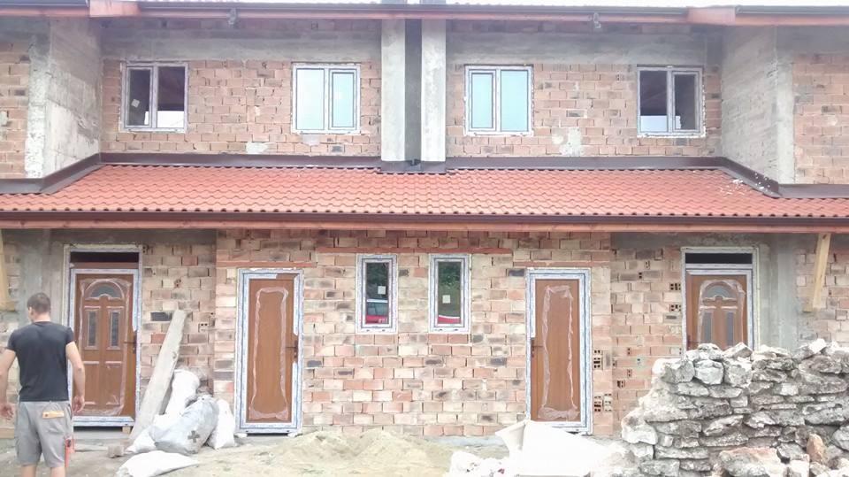 незамазна къща с чисто нова дограма