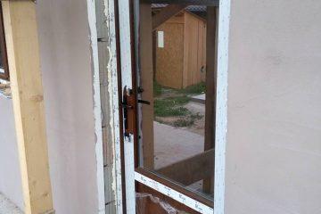 врата с прозорец току що монтирана