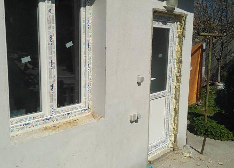 доргама и прозорец току що монтирани на къща